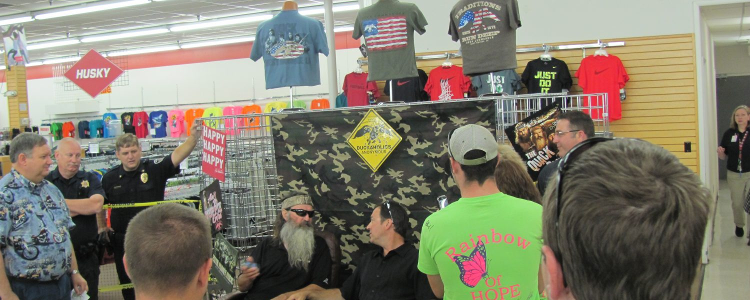 'Duck Dynasty' star visits for autographs, fundraiser