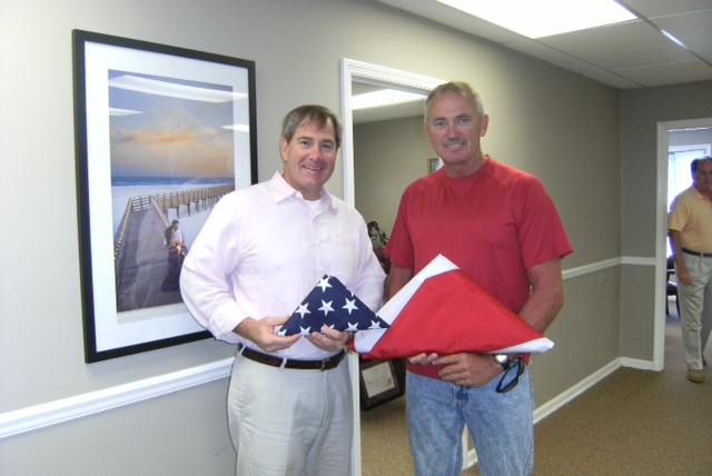 Alabama soldier presents Ford with flags