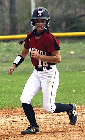 Lady Titans kick off Glencoe Tournament with pair of wins