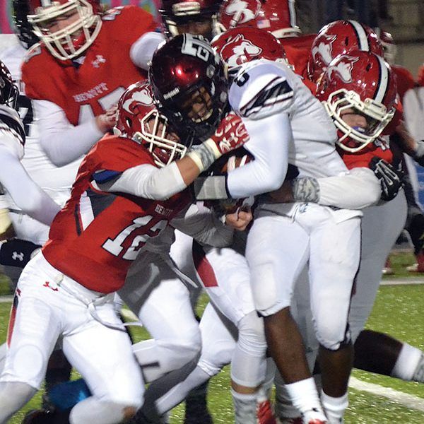 Titans can't overcome slow start against Hewitt-Trussville